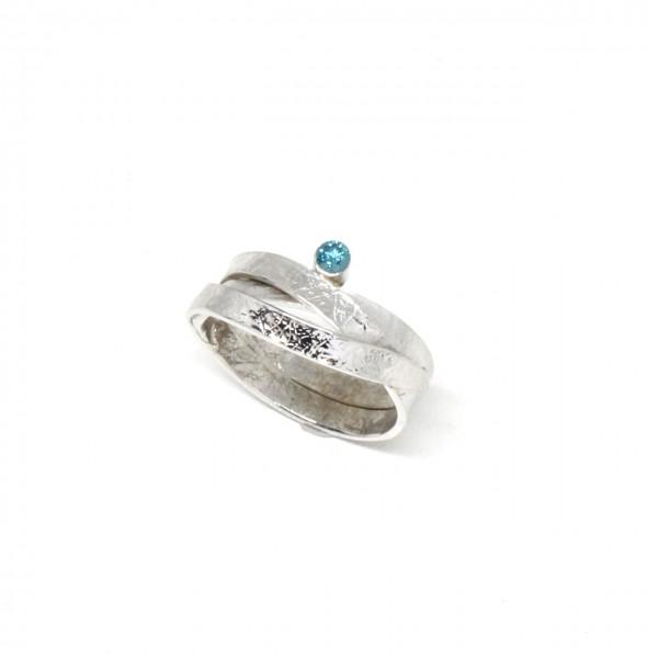 Ring in 585 Weißgold mit blauem Diamant