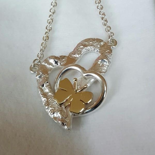 Silberanhänger Herz mit Schmetterling Handarbeit