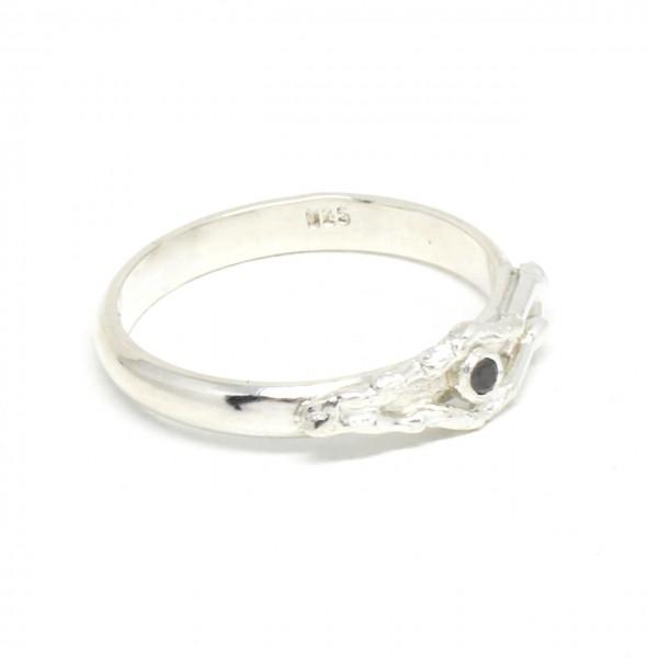 Silberring geschwungen mit schwarzem Diamant