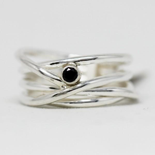 Silberring Wickel mit schwarzem Diamant